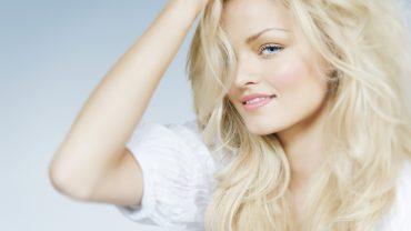 Jak dbać o włosy blond?